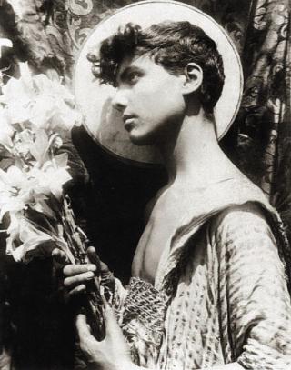 Zp_youth-with-lilies_black-and-white-photograph-by-baron-wilhelm-von-gloeden_taormina-sicily-around-1900 (1)